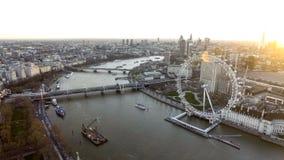 Hoge Hoek Luchtmening van het Oogwiel van Londen, de Rivier van Theems royalty-vrije stock afbeelding