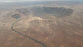 Hoge hoekantenne van Meteor Crater, Arizona stock video
