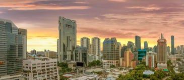 Hoge hoekfoto bij zonsopganghemel blauwe Suthat Bangkok, 22 September 2017 Stock Foto