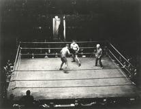 Hoge hoekmening van bokswedstrijd royalty-vrije stock fotografie