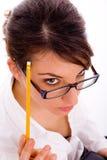 Hoge hoekmening van denkende vrouwelijke student Royalty-vrije Stock Foto