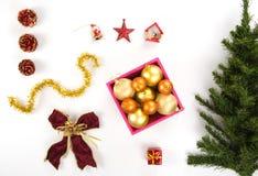 Hoge hoekmening van een inzameling van Kerstmisornamenten Stock Foto
