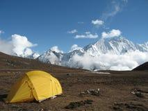 Hoge hoogte die in Nepal kampeert Stock Foto's
