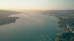 Hoge hoogte luchtmening van het meer van Zürich, Zwitserland stock videobeelden