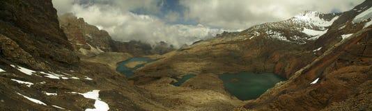 Hoge hoogtemeer en bergen van de Andes Stock Afbeelding