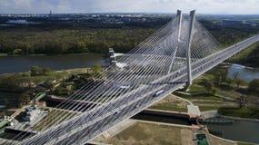 Hoge kabelbrug over de rivier royalty-vrije stock foto's
