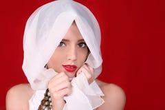 Hoge Mannequin op Rode Achtergrond stock afbeeldingen