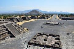 Hoge mening die over Teotihuacan kijkt Royalty-vrije Stock Afbeeldingen