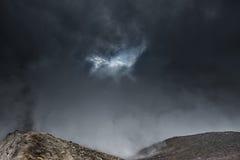 Hoge montains in wolken Royalty-vrije Stock Fotografie
