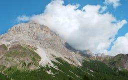Hoge rotsachtige berg Stock Afbeelding