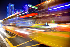 Hoge snelheid en vage bus lichte slepen royalty-vrije stock foto's