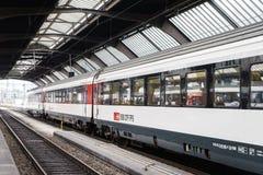 Hoge snelheidstrein bij HB van Zürich station stock foto