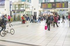 Hoge snelheidsultrasnelle trein door het station in Taiwan Royalty-vrije Stock Foto's