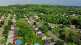 Hoge Snelle Luchtparade van de Typische Buurt van Pennsylvania stock video