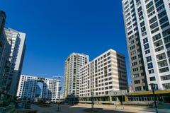 Hoge stijgingsgebouwen in nieuw stadsdistrict stock foto