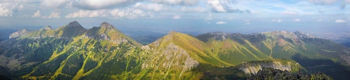 Hoge Tatras - Panorama van de bergen van Belianske Tatry van Jahnaci-piek royalty-vrije stock foto