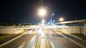 Hoge verkeerskruispunten in de stad van Doubai stock footage
