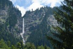 Hoge waterval in Oostenrijk Stock Foto