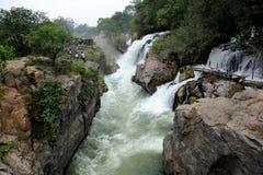Hogenakkal cai em Karnataka, Índia Imagens de Stock Royalty Free