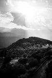 Hoger Centraal Griekenland, Augustus 2015, het moutainspanorama Van Delphi in een mooie zon door wolken Stock Afbeeldingen
