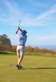 Hoger golfspeler speelgolf royalty-vrije stock foto