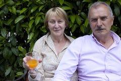 Hoger Paar in de Tuin Royalty-vrije Stock Foto's