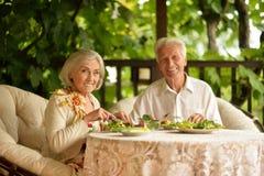 Hoger paar die diner hebben royalty-vrije stock foto