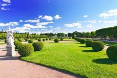 Hoger Park in Pertergof, heilige-Petersburg stad, Rusland Stock Foto's