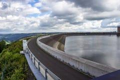 Hoger reservoir van de Waterkrachtcentrale van Vianden, Luxemburg boven Heilige Nicholas Mountain royalty-vrije stock afbeelding
