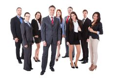 Hogere bedrijfsleider die zich op voorzijde van zijn team bevinden Royalty-vrije Stock Afbeelding