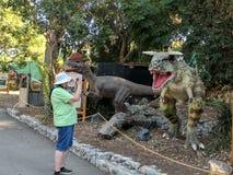 Hogere Fotograferende Dinosaurus bij de Markt van de Provincie van Los Angeles Stock Afbeelding