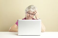 Hogere gebruikende laptop Stock Fotografie