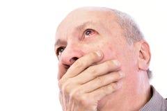 Hogere geschokte mens met geïrriteerd rood bloeddoorlopen oog royalty-vrije stock foto's