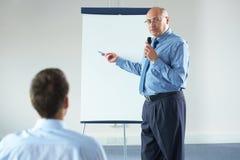 Hogere manager tijdens presentatie Royalty-vrije Stock Afbeelding