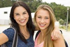 Hogere Meisjes 2 van de middelbare school royalty-vrije stock afbeeldingen