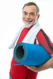 Hogere mens in gymnastiek Stock Afbeeldingen