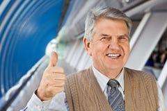 Hogere mens in het gebouw Royalty-vrije Stock Foto