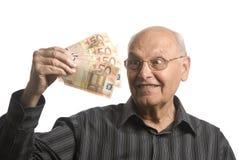 Hogere mens met geld Stock Foto's