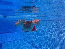 Hogere mens onder water Stock Fotografie