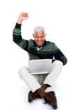 Hogere Mens op Laptop Stock Foto's