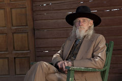 Hogere Mens in Westelijke Kleding Stock Fotografie