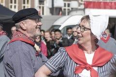 Hogere Nederlandse traditionele dansers stock foto