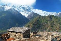 Hogere Pisang-dorp en Annapurna 2 II royalty-vrije stock foto's