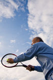 Hogere tennisspeler royalty-vrije stock fotografie