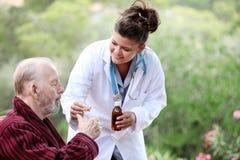 Hogere verpleegster Royalty-vrije Stock Afbeelding