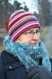 Hogere vrouw in de winterkleren Stock Fotografie