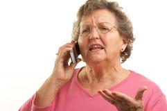 Hogere Vrouw die de Telefoon van de Cel met behulp van stock afbeelding
