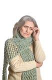 Hogere vrouw die een hoofdpijn hebben Stock Foto's
