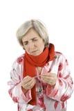 Hogere vrouw die koude heeft Royalty-vrije Stock Foto