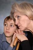 Hogere vrouw en haar kleinzoon Stock Afbeeldingen